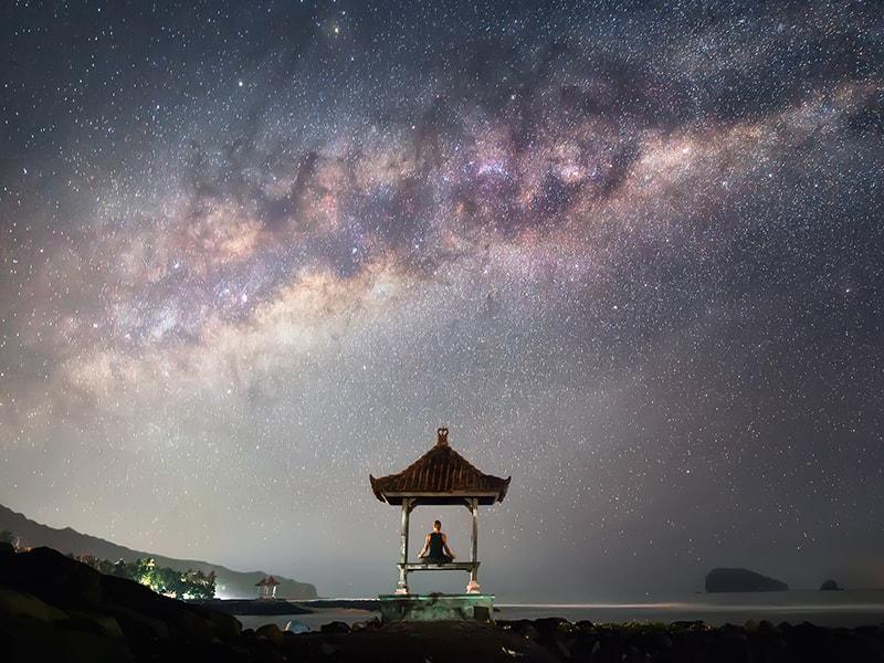 Indonesia. Descifrar los secretos del firmamento con un astrólogo balinés